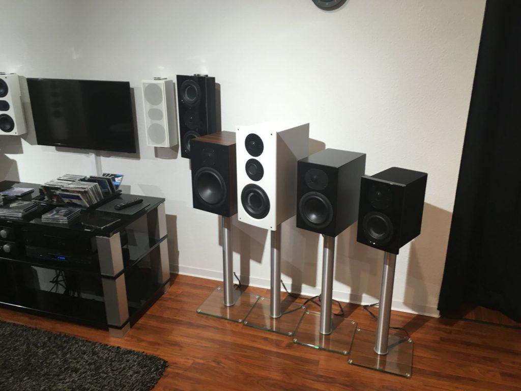 Zwei Hörpositionen mit unterschiedlichen Lautsprechern sind vorgesehen