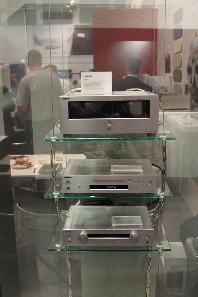 hochwertige Stereokomponenten zeigen sich auf dem Stand von Onkyo
