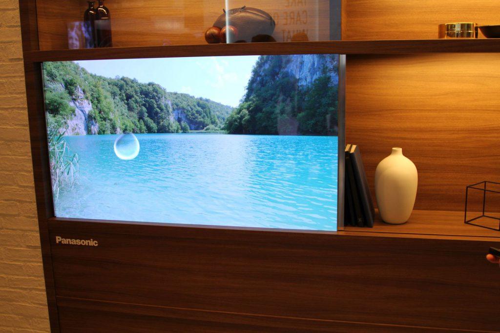 Der OLED Screen wirkt wie ein integriertes Gerät