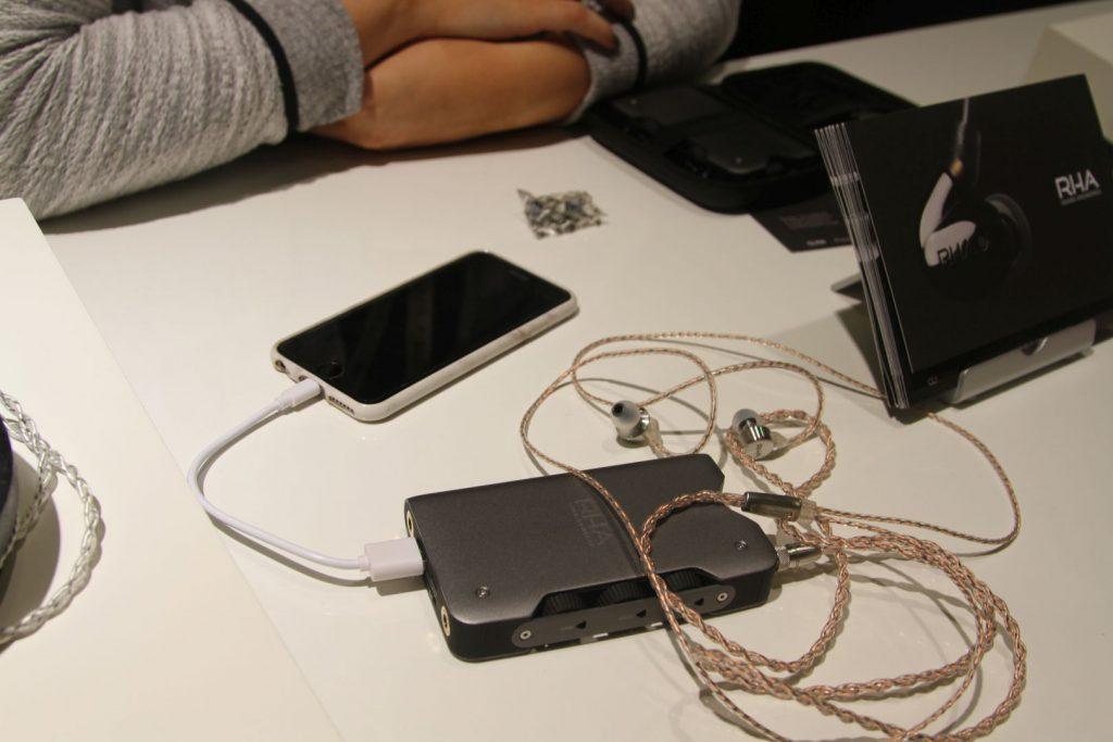 Der RHA Dacamp L1 mit hochwertigem Kopfhörer