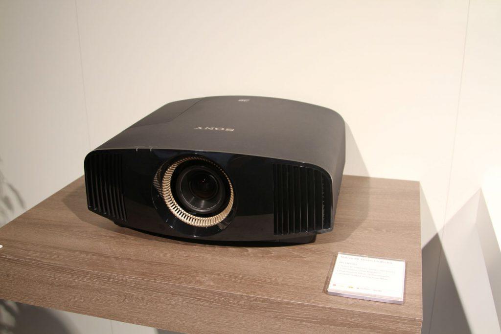 Sony VPL-VW550 in schwarz