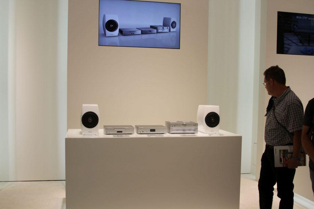 Die komplette C700 Serie: Stereovollverstärker Technics SU-C700, Netzwerkplayer Technics ST-C700, CD-Player Technics SL-C700 und das Lautsprechersystem SB-C700