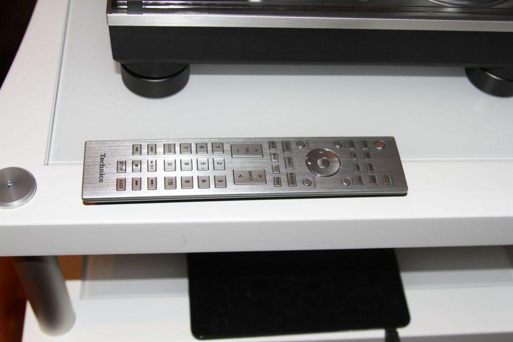 Aluminiumfernbedienungen runden die edle Erscheinung bei diversen Technics Geräten ab