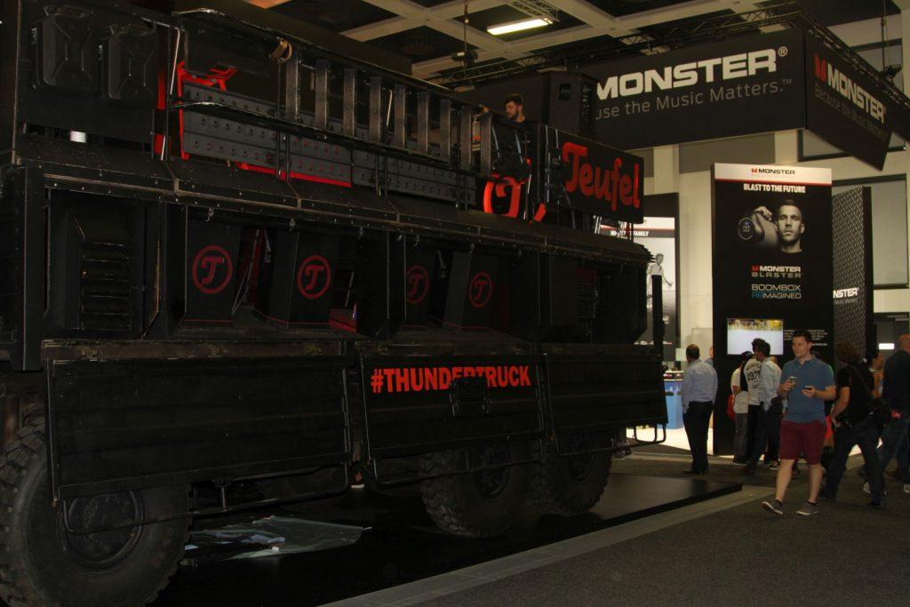 Der Teufel Truck, falls wer wissen möchte, wie dezentes Marketing ala teufel funktioniert ;)