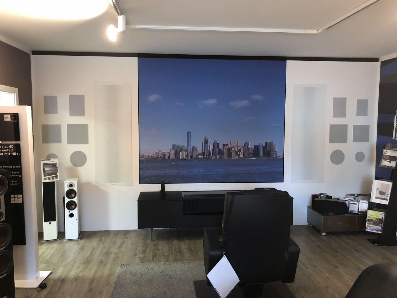 Zum Beispiel dieses Bild mit In Wall Lautsprechern aus dem Hause DALI