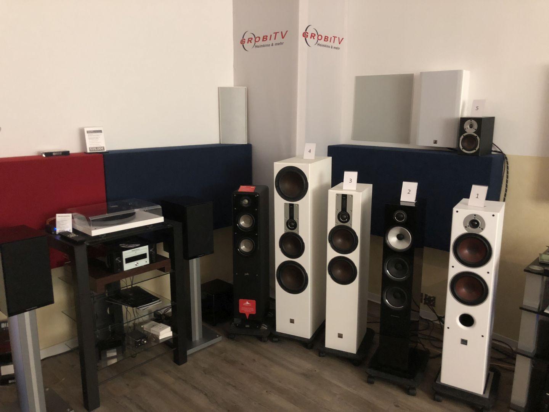 Es gibt auch ein Stereohörstudio bei Grobi mit Lautsprechern von DALI, Canton,KEF und B