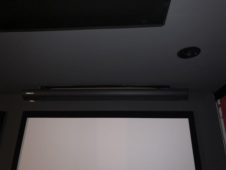 elegante Lösung mit Dolby Atmos Einbaulautsprechern für die Decke